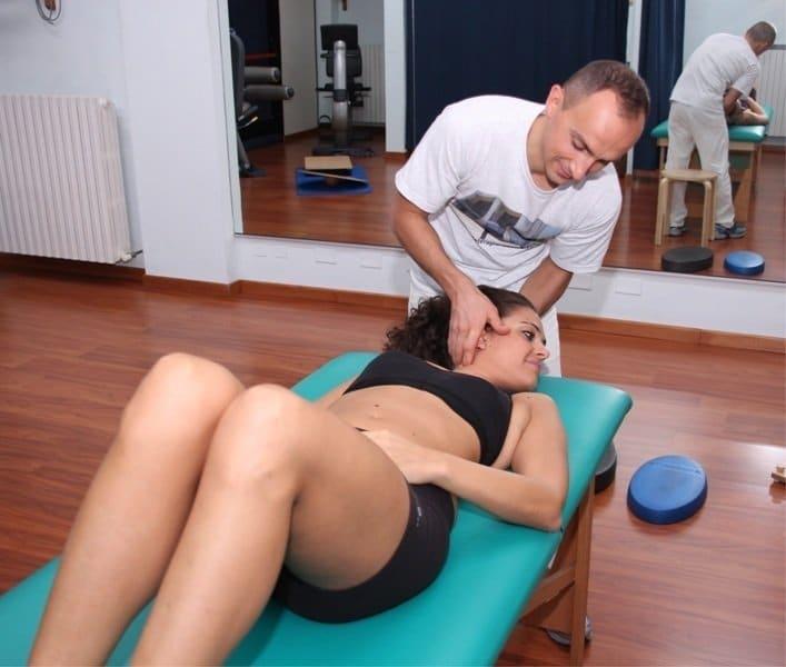 steifer Hals, McKenzie, Übung, Kissen, Schmerzen, Schmerz, genesen, zervikal, Nackenschmerzen, Hals