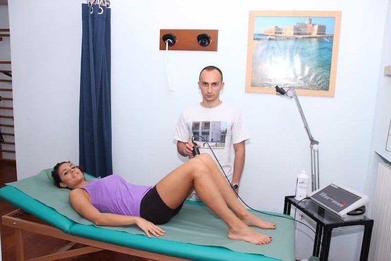 Ultraschall-Therapie, zurück, zurück, die Stärkung der Becken, Knie,, Stretching, Körperhaltung, Schmerzen, Rückenschmerzen, physikalische Therapie und Rehabilitation, Wirbelsäule, Fuß-, Rücken, Gele, Sehnenscheidenentzündung, Entzündung, männlich, stab