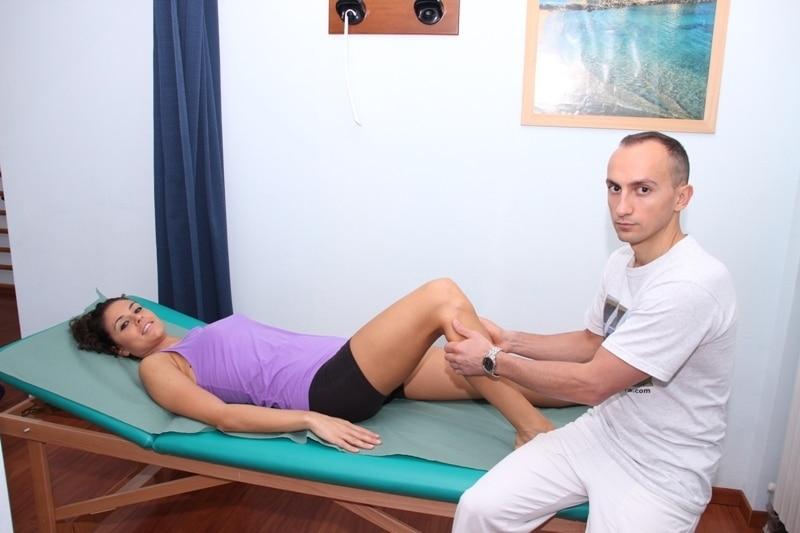 Fraktur, Wadenbein, Fibula, Knochen, lateral, außen, Schmerzen, Arztbesuch, Abtasten, Palpation