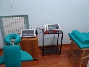 Gerät für Ultraschall und Elektrotherapie, Rücken, Becken, Knie, Stärkung, Dehnung, Haltung, Schmerzen, Lumbalgie, Rückenschmerzen, Physiotherapie und Rehabilitation, Wirbelsäule, Füße, Rücken, Elektroden, klebend, Schwämme, Gel