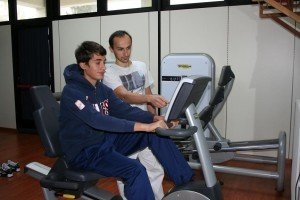 Fahrrad-Ergometer, postoperative Rehabilitation zum Wiedererlangen der Bewegungsfähigkeit der unteren Gliedmaße, Sprunggelenk, Knie, Hüfte, Muskelstärkung