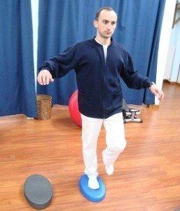 Übungen, propriozeptiv, Fuß, Gleichgewicht, weich, Muskeln, Bewegung, Schmerzen, Schmerz, Kontrolle, Haltung, Spiel, Sportler, Sporthalle