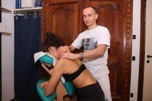 Streichung, Effleurage, Trapezmuskel, Massagetherapie, Nackenschmerzen, Zervikalgie, Arm,